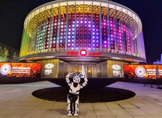熊猫机器人优悠亮相迪拜世博会